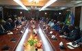 Dialoguer avec les différents acteurs des voies et moyens d'améliorer la mise en œuvre de l'Accord de paix