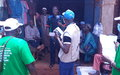 COVID-19: MINUSCA et taxi-motos sensibilisent les commerçants du marché de Bria